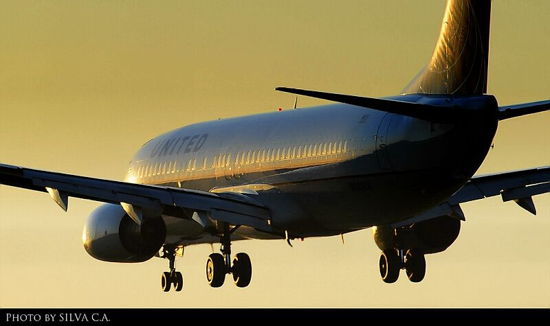 United B737